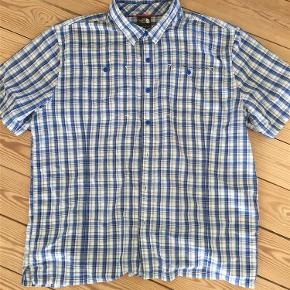 Varetype: skjorte Farve: blå Oprindelig købspris: 600 kr.  Fed klassisk kvalitets skjorte.