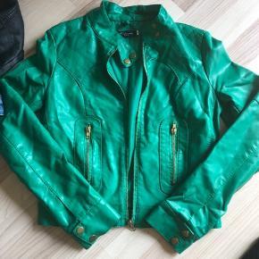 7 dele blandet tøj i str 152-12 år. Knickers fra d-Xel, superdry t-shirt xs, hm hyggebukser, sort mono langærmet bluse, 2 jakker