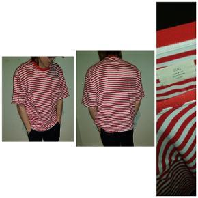 Fear of god t-shirt Str - small er lidt stor i det  Pris 250 med fragt  Har ikke kvit   Skriv på 30353139