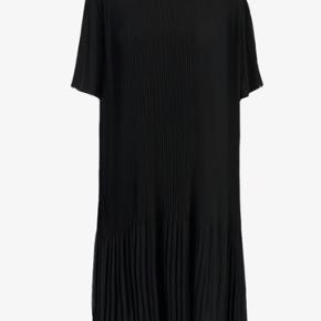 Super fin kjole. Brugt 2 gange og som ny. Bytter ikke og handler med mobile pay