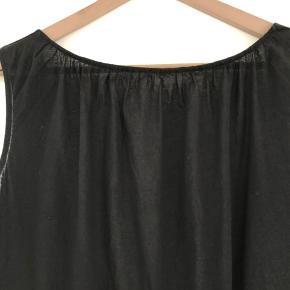 Lang top eller kjole med dyb ryg. Virkelig blødt bomuld.  Oversize men mærket er S så synes den svarer til en M