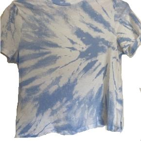 super sød tie dye t-shirt fra hm, sælges da den desværre er en smule for lille til mig 💙
