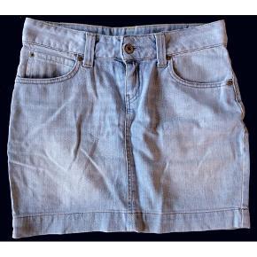Varetype: Mini Farve: Jeans Prisen angivet er inklusiv forsendelse.  Bytter ikke.  Handler via mobilepay og sender med postnord