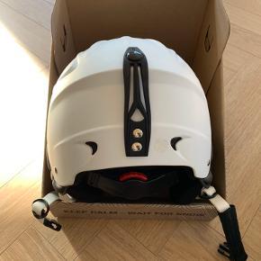 Brugt ski hjelm, kun brugt få skisæsoner.  Str. S 52-55 - justerbar