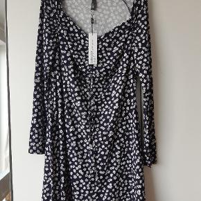 Super fin kjole / sommerkjole . Aldrig brugt  . Størrelse str 44 😊