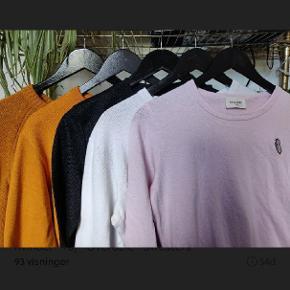 Alt sammen Wood Wood. Orange uld sweater: - Large. - Mp 450, ellers byd. - Ny pris, 900 kr. Orange sweatshirt: - Large. - Mp 350, ellers byd. - Ny pris, 900 kr. Sort sweatshirt:  - Extra small - Mp 150, ellers byd  - Ny pris, 900 kr. Lyserød t-shirt:  - Medium  - Mp 175, ellers byd  - Har lille plet men ellers ikke noget man lægger som sådan mærke til. - Ny pris, 500 kr.  mærke til:) Hvid t-shirt:  - Medium - Mp 175, ellers byd - Har også et par pletter bag på, de kan dog næsten ikke ses. - Ny pris, 500 kr.  (Skriv for billeder af trøjerne)