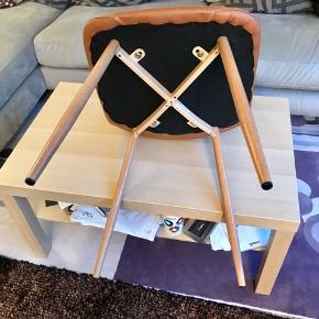 næsten ny  4 stk spisebord stole fra jysk sælges. Ny pris 350kr pr. Stk Kan aflevere i stor København med 1000kr