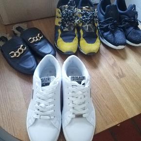Næsten nye sko fra Henlyes str 40, brugt 2 gange, men desværre for store  Ny pris 399,- Sælges for 150 pp