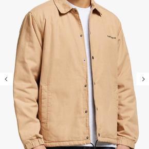 Lækker jakke fra Carhartt med hvidt for indvendig, kun prøvet på og stadig med prismærke