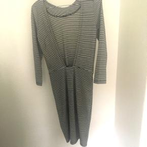 Minimum kjole. Aldrig brugt   Ny pris 600   Størrelse small