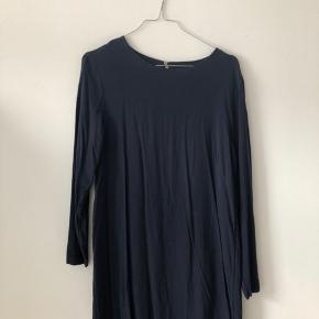 Kjole fra H&M med åben ryg 🐚