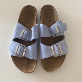 Fine slippers fra VRS (Bilka) str. 42 (bruger normalt 41 i sko). Brugt 2-3 gange. Pæn stand😊