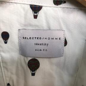 Skjorte brugt 2 gange. Sælges da den ikke længere kan passes