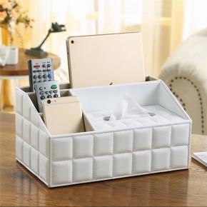 Hvid læder makeup / tissue box. Kan bruges til diverse ting, som kan ses på billedet.  Den er aldrig brugt og fremstår derfor som ny.   BYD gerne. ☺️
