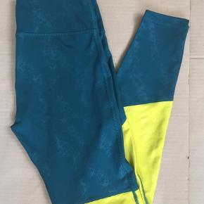 Løbe/ trænings tTights Farve: Petrol  Super flotte tights - ser pæne nye ud i cool blokfarver kombi