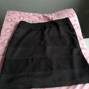 Aldrig brugt kun vasket Handler helst mobilpay ellers betaler køber gebyr Aalborg sø  nederdel Farve: sort