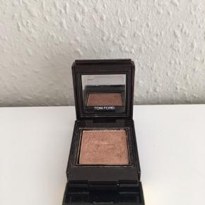Private Shadow i farven Body Double. Nypris: 280 kr.