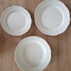 Arv tallerkenersæt fra Ikea. Til 6 personer, 18 dele. De fejler ingenting og står næsten som nye, da flere tallerkener er ubrugte. Sender ikke - de skal afhentes.