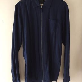 Sælger denne minimum skjorte med lynlås God stand  Str Large 😊