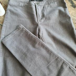 Fine jeans fra only w28. Indvendig benlængde 82 cm Livvidde 81,5 cm Skridtlængde 23 cm