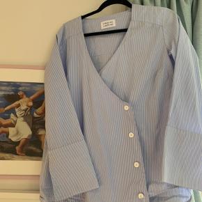 Libertine-libertine skjorte str. M med fine detaljer 🌺