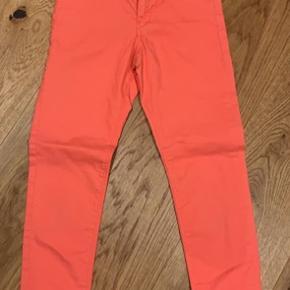 Smukke koral farvet bukser/jeans fra H&M str 140. Kun brugt en enkelt gang.