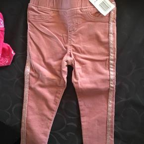 Super fine fløjs bukser fra a girls cloth.  De er helt nye - byd. ☺️