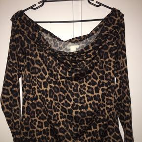 Leopard print offshoulder