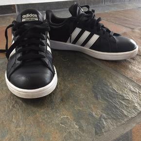 Super cool Adidas sneakers! Brugt meget lidt og derfor meget velholdt!