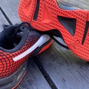 Fine håndboldt sko - brugt meget lidt da de blev for små.