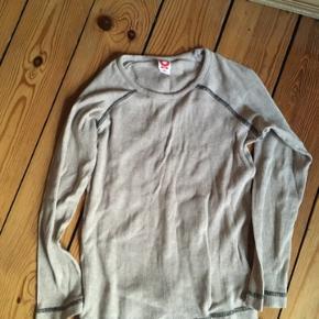 Katvig bluse str 140 -fast pris -køb 4 annoncer og den billigste er gratis - kan afhentes på Mimersgade 111 - sender gerne hvis du betaler Porto - mødes ikke andre steder  - bytter ikke