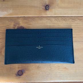 Smuk kortholder fra Louis Vuitton felicie tasken .  Intet medfølger .  Mindste pris 700 kr pp