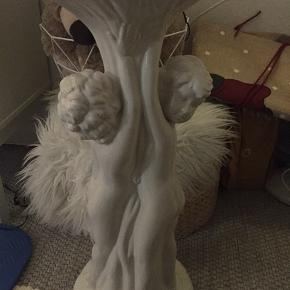 Opsats med hul til at sætte lyskæde, grene og kan også stå uden noget. Meget flot og dekorativ.