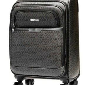 Nypris 1000 kr - aldrig brugt.   Smuk elegant og tidløs kuffert fra Gillian Jones. Signatur mønster og design.  35 x 47 x 25 cm.