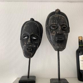 To afrikanske masker