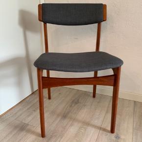 6 Thorsø stole i teak. Har patina men stadig flotte.  De er betrukket med grå møbelstof  Pris 2400 kr. Sælges kun samlet