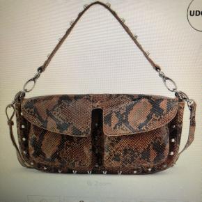 Unlimit taske. Brugt få gange.   Koster 1300kr fra ny  - størrelse Emily