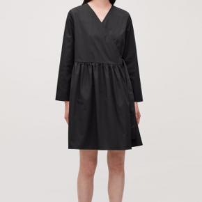 Kjolen er brugt 4-5 gange sidste efterår og vinter. Super fin stand og er stadig helt skarp og sort i farven.