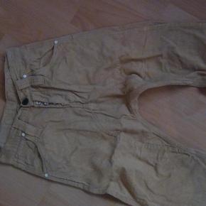 Brand: HumørVaretype: bukser Størrelse: 28 Farve: brun fløjl Oprindelig købspris: 1200 kr.  Størrelse 28... Min søn har kun brugt dem kortvarigt.  i baggy style...... Det er i lysebrun fløjl.   Giv et bud.. se også mine andre annoncer.