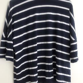 Stribet t-shirt fra American Apparel. Købt i New York, kun brugt et par gange. Kom med et bud 🙌🏻
