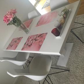 4 hvid stole Mp 700 kr  (NP samlet pris 2000 kr)