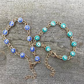 Smukke armbånd i grøn eller blå.  Se flere smykker under profilen.
