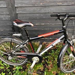 Winther Cykel. 3 gear, fodbremse og støttenben. Str. 5-9 år. Pænt i stand.
