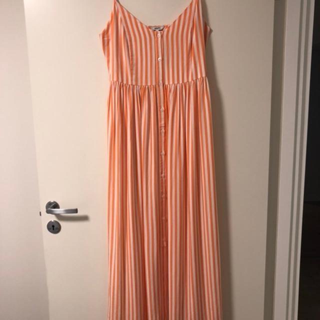 Fin kjole med blonder fra MBYM