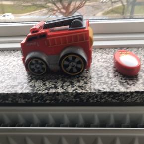 Fjernstyret Brandbil fra Maisto/ top toy, virker som den skal, brugt meget lidt og kommer fra et ikke ryger hjem. Sender gerne men på modtagers regning.
