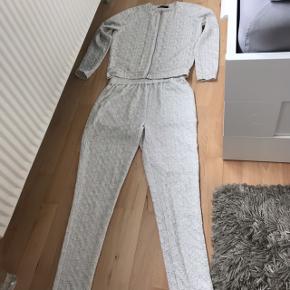 Bukser S og bluse XS Fineste sæt.  Prisen er fast inkluderet fragt