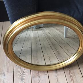 Guldspejl, ovalt, str. 50x60cm, i rigtig god stand. Afhentes i Fredericia.