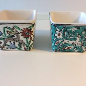 Håndlavet porcelænsskåle med fine motiver. Sælges samlet for 100kr. Eller 70kr. Enkeltvis.