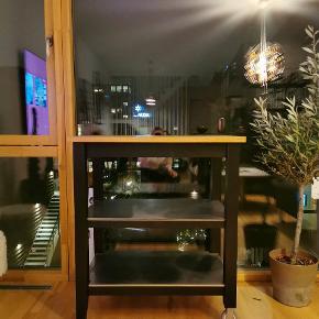 Sælger mit bord / køkkenbord / bar bord / køkken ø Byd!!! Sort og med ægte træ på overfladen
