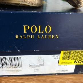 Så fine og flotte sko med snøre op af anklen.  Kun brugt een eller 2 gange   Nyprisen var 1500,-  BYD 😊